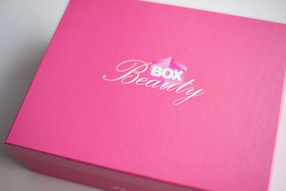 Box-Beauty-Waat Unboxing Waat Beauty Box!