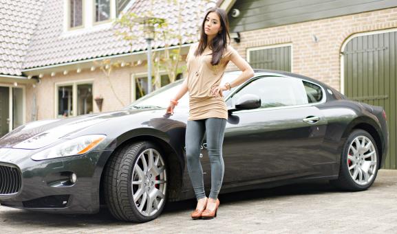 Maserati-GranTursmo-Boskrane-Josh-V-jurk-dress Outfit: JoshV jurkje met de Maserati GranTurismo