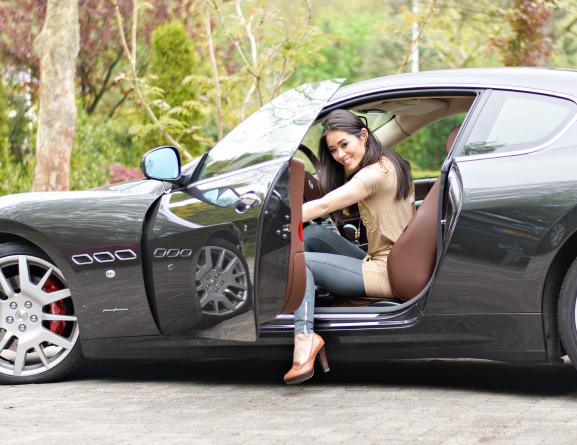 My-Huong-Sportauto-Maserati Outfit: JoshV jurkje met de Maserati GranTurismo