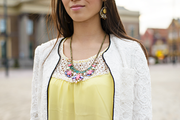 gele-top-ootd-outfit-look-shirt-yellow-ketting-stra-steentjes-gele-oorbellen Outfit: Yellow vs. White