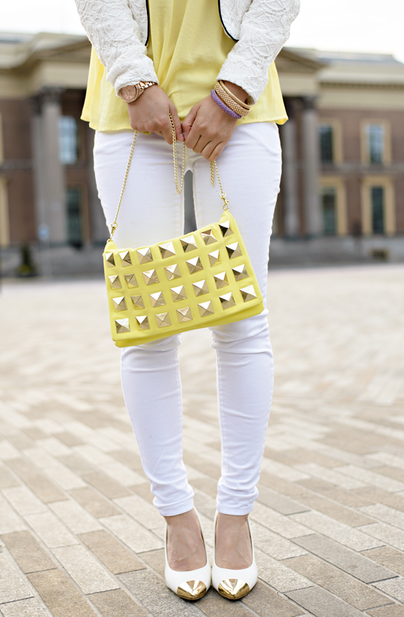max30-heals-hakken-white-wit-michael-korse-rose-goud-stud-clutch-yellow-geel Outfit: Yellow vs. White