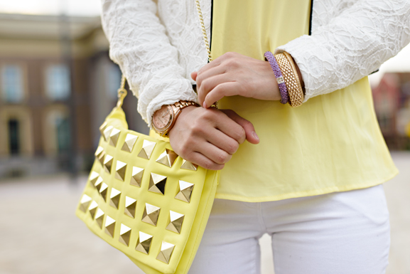 ootd-look-michael-kors-rose-goud-studs-clutch-yellow-geel-blazer Outfit: Yellow vs. White