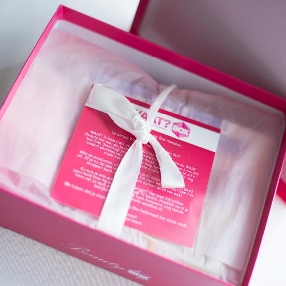waat-beauty-box Unboxing Waat Beauty Box!