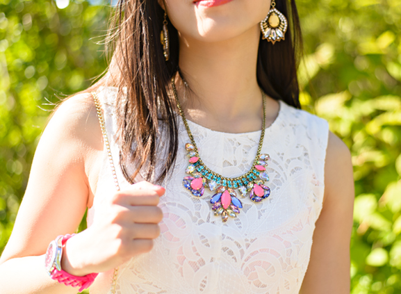 Neon-Jewels- Outfit: The white lace dress