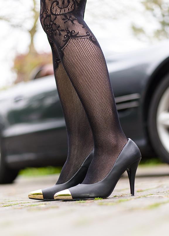 Panty-HM-kant-lace-panty-black Outfit: black dress partylook van max30.nl