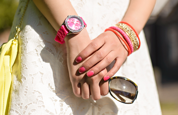 pink-watch-netzo-fashion-neon-accessoires Outfit: The white lace dress