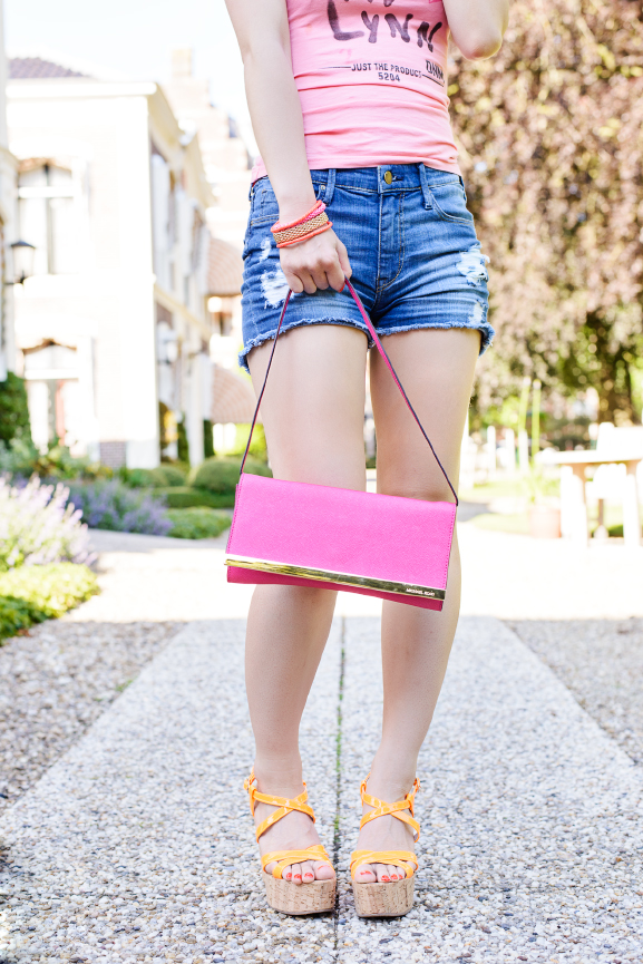 Look-summer-jeans-short-look Outfit: Holiday look in jeans short & pink t-shirt
