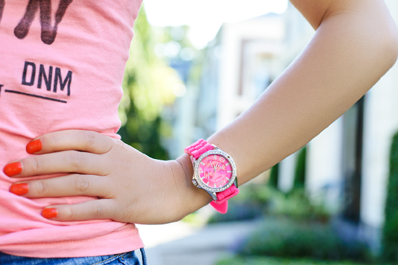 Pink-Ice-watch-Netzo-Fashion Outfit: Holiday look in jeans short & pink t-shirt