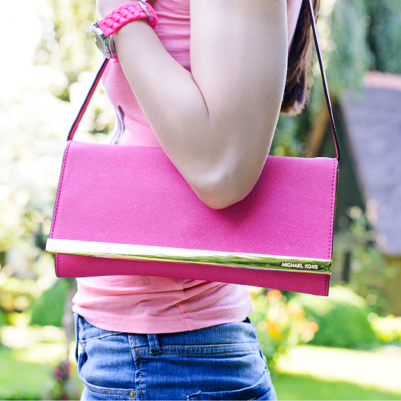 Pink-Michael-Kors-clutch Outfit: Holiday look in jeans short & pink t-shirt