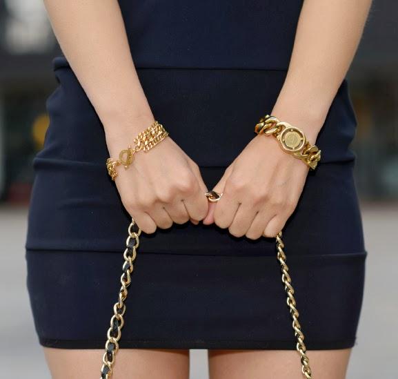 My-Huong-gold-gouden-sieraden-tov-essentials Outfit: Zwart jurkje met gouden accessoires