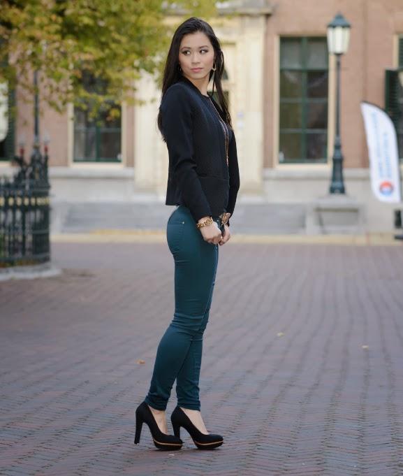 Petrol-skinny-combineren-zwart Outfit: the petrol skinny jeans