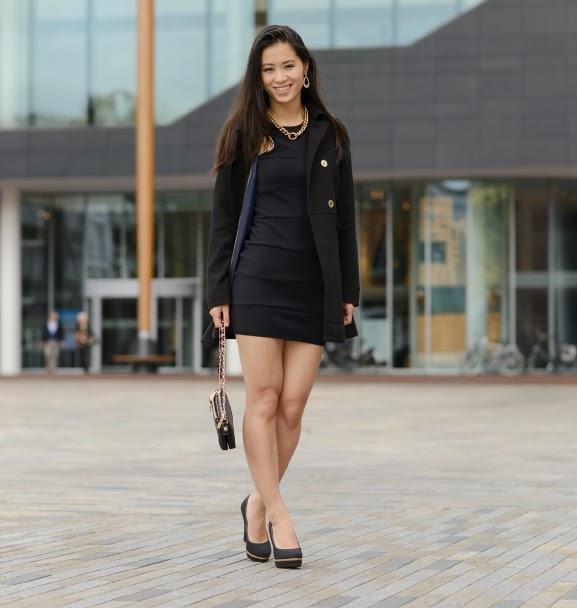 the-gold-vs-black-look-dress-outfit-chique-tov-essentials Outfit: Zwart jurkje met gouden accessoires