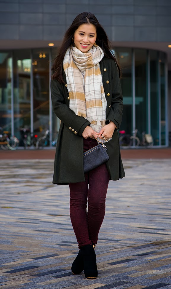 burgundy-legging-pieces-sjaal-ruit-jack-groen-tov-essentials-clutch Outfit: Military Coat