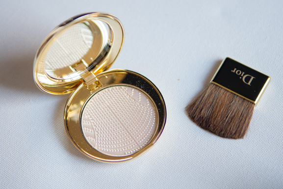 Diorific-poudre-compacte-illuminatrice-002-Perle-Dor Follow up: Dior winter glow  2013 + look