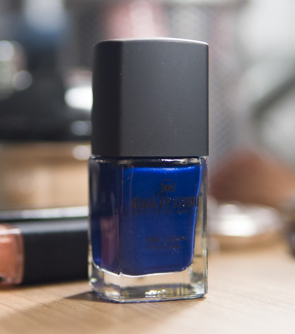 intens blauwe nagellak make up studio