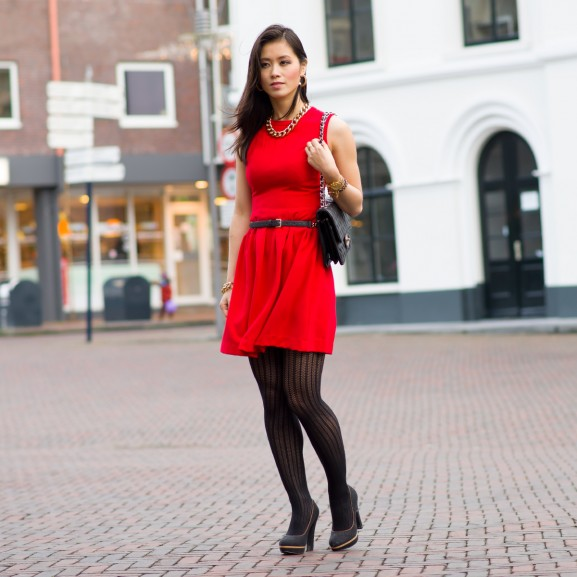 kerst red dress black