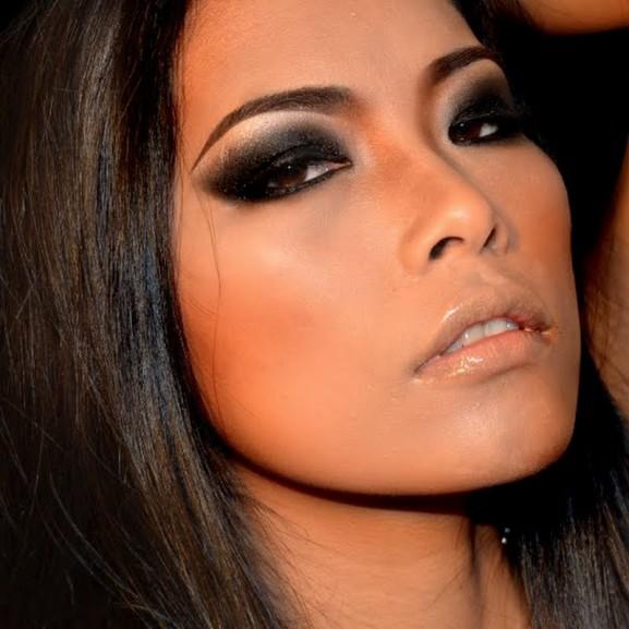 smokey-eyes-zwart-met-nude-lippen-577x577 Inspiratie: Feestelijke make-up look
