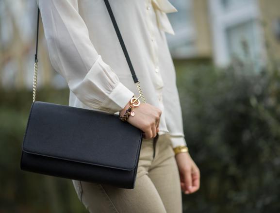 Handbag Outfit: Blouse met strik