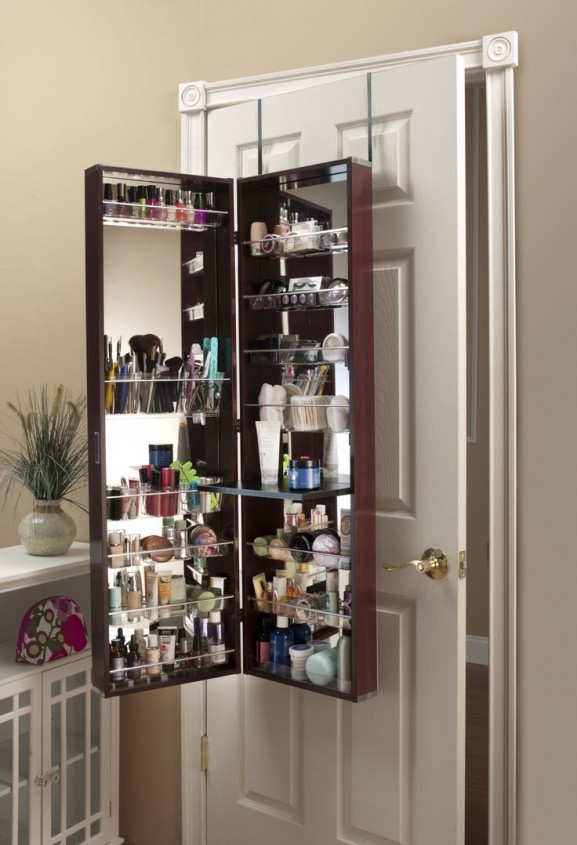 make-up-organizer-closet-deur-577x845 Inspiratie: make-up opbergen