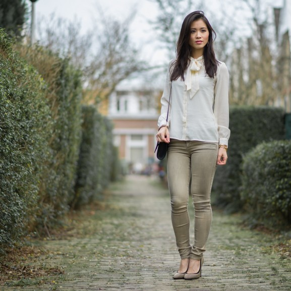 the-statement-look-my-huong-577x577 Outfit: Blouse met strik