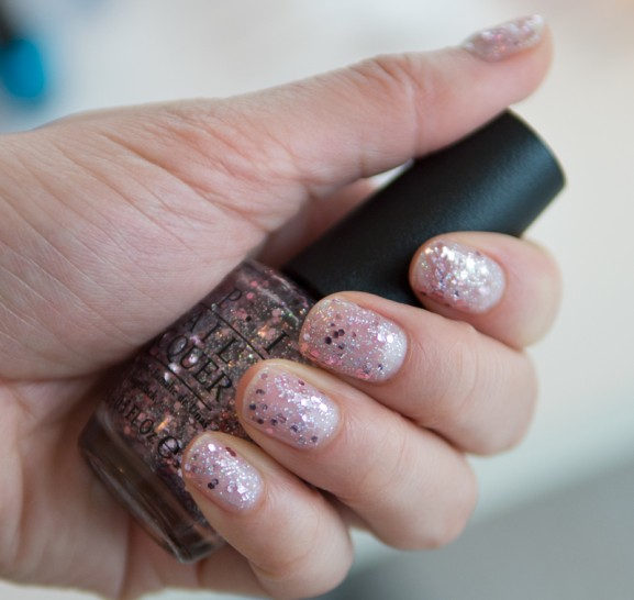 Opi-Lak-swatch Glitter on Yes Pink too Much