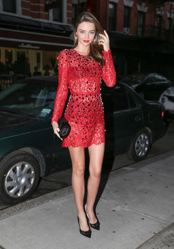 la-modella-mafia-Miranda-Kerr-in-a-red-beaded-sheer-Dolce-Gabanna-mini-lace-dress-with-black-Christian-Louboutin-pumps-577x822 15x Miranda Kerr streetstyle outfits