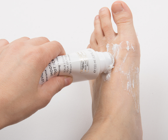 Collistar-smooth-foot-scrub