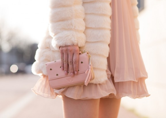 Faux-fur-jack-pink-romantic-look-fab