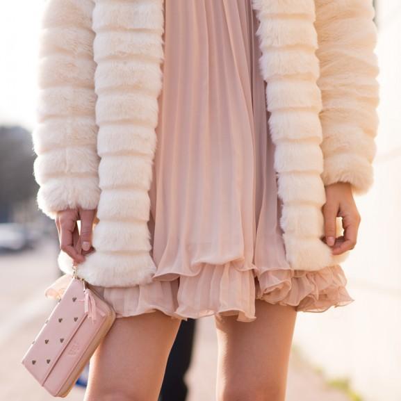 Faux-fur-jas-Sheinside-pink-Fab-Beurs-Portemenee-577x577 Outfit: Faux Fur Coat & Apricot sleeve dress