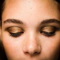 jason-wu-nyfw-ss14-eye-makeup-closed-gouden ooglook