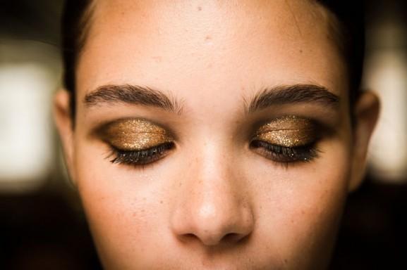 jason-wu-nyfw-ss14-eye-makeup-closed-gouden-ooglook-577x384 Make-up looks trend 2014 lente/zomer