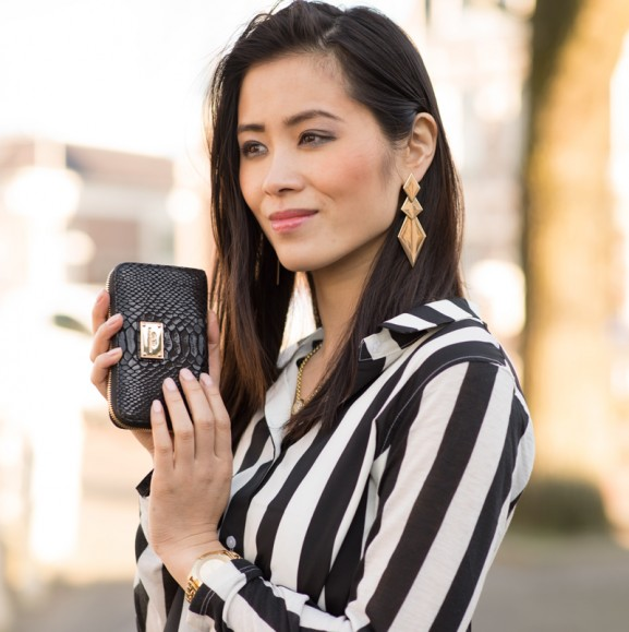 my-huong-outfit-striped-black-Michael-kors-clutch