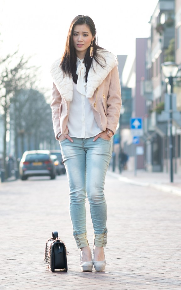 spring-city-look-sheinsidfe-outfit-jeans-blouse-chique-light