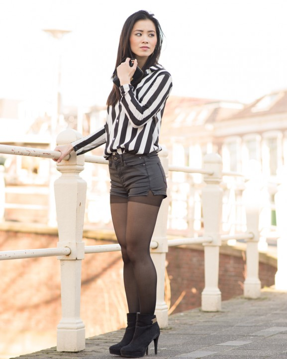 striped-look-hotpants-577x722 Outfit: Striped Blouse and Hotpants