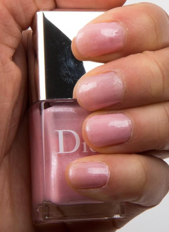 Dior-Vernis-Pink-Ruban-swatch-nagellak