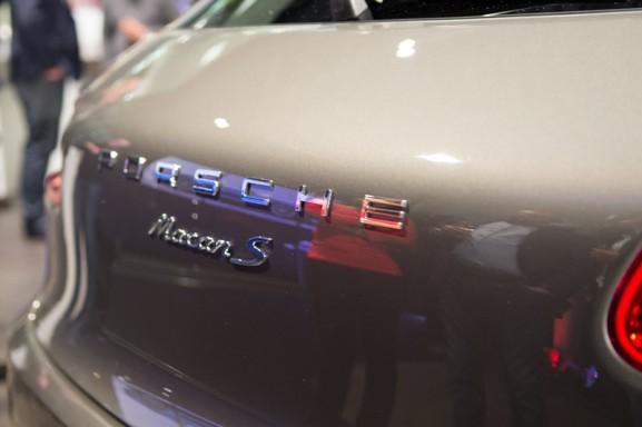 porsche-macan-logo-achterkant-577x384 Event: Onthulling Porsche Macan
