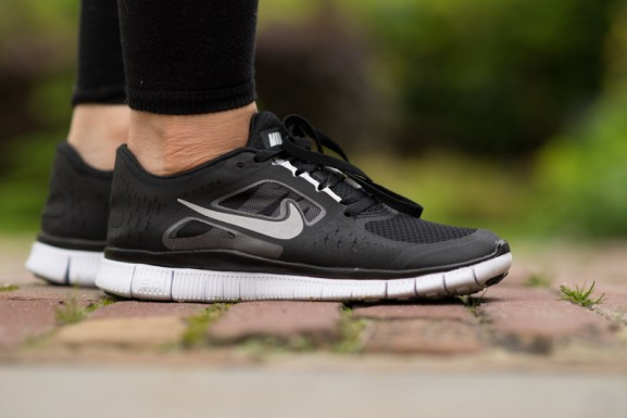 Black-nikes-free-run-50-woman-577x385 Outfit: Sporty Chique
