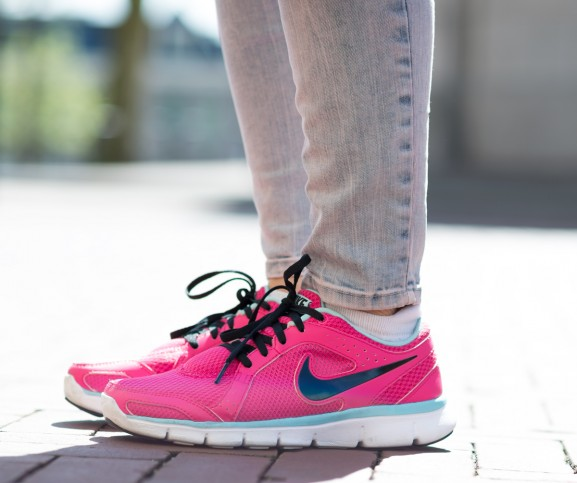 Nike-Free-run-Pink-577x483  Outfit: Pink cartoon bag with Nikes