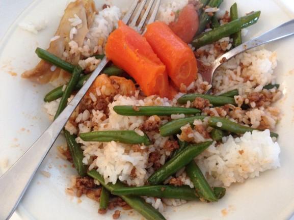 Rijst-eten-bij-pa-en-ma-577x432 Diary pic's: Koningsdag, Shoppen, Bowlen en Eten