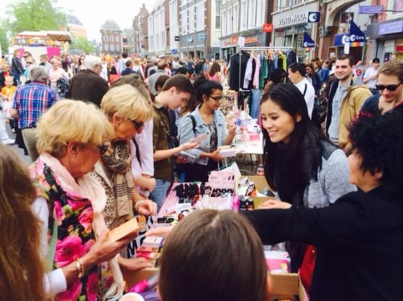 Vrijmarkt-Leeuwarden-577x432 Diary pic's: Koningsdag, Shoppen, Bowlen en Eten