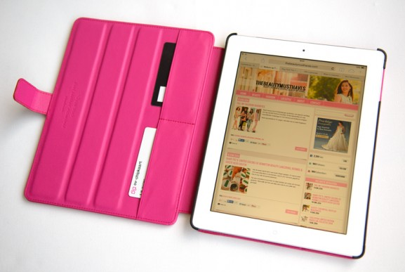 Fuchsia-glanzend-romantische-tablethoes-voor-de-iPad-2--the-beauty-musthaves