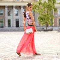 comegetfashion-maxi-rok-crop-top-bloemen-flowers-clutch-200x200 Outfit: Bloemen Crop Top met Koraal Roze Maxi Skirt