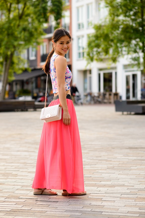 maxi-skirt-top-crop-bloemn-flowers-koraal-roze-comegetfashion-577x864 Outfit: Bloemen Crop Top met Koraal Roze Maxi Skirt