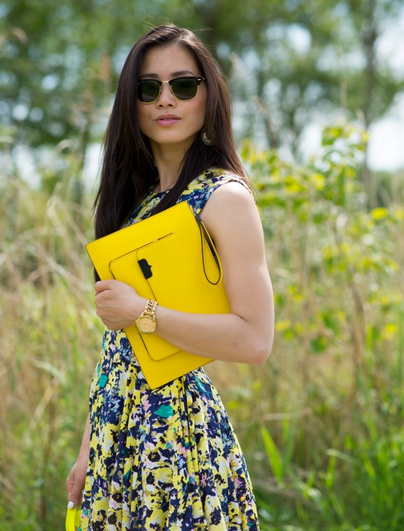 myhuong-yellow-touch-fashion-alexander-wang-clutch
