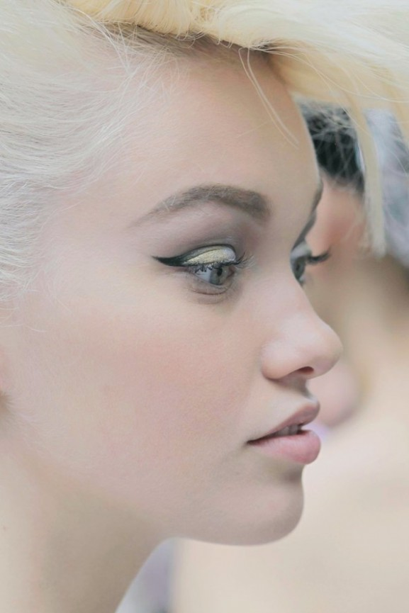 Chanel-Multi-toned-metallic-eye-577x865 Make-up trends herfst & winter 2014