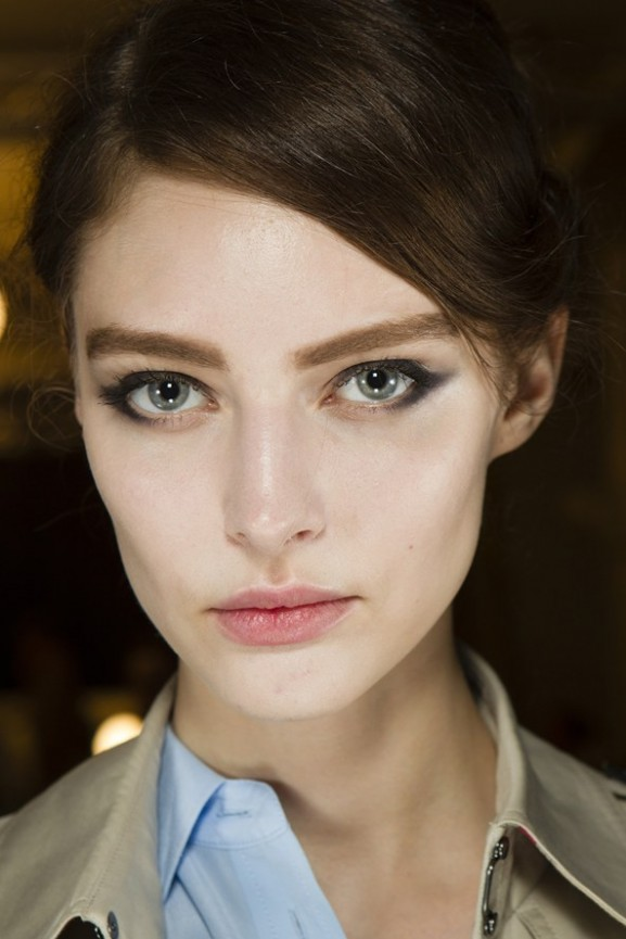 Giorgio-Armani-Prive-skin-lighter-and-strong-brow-577x865 Make-up trends herfst & winter 2014