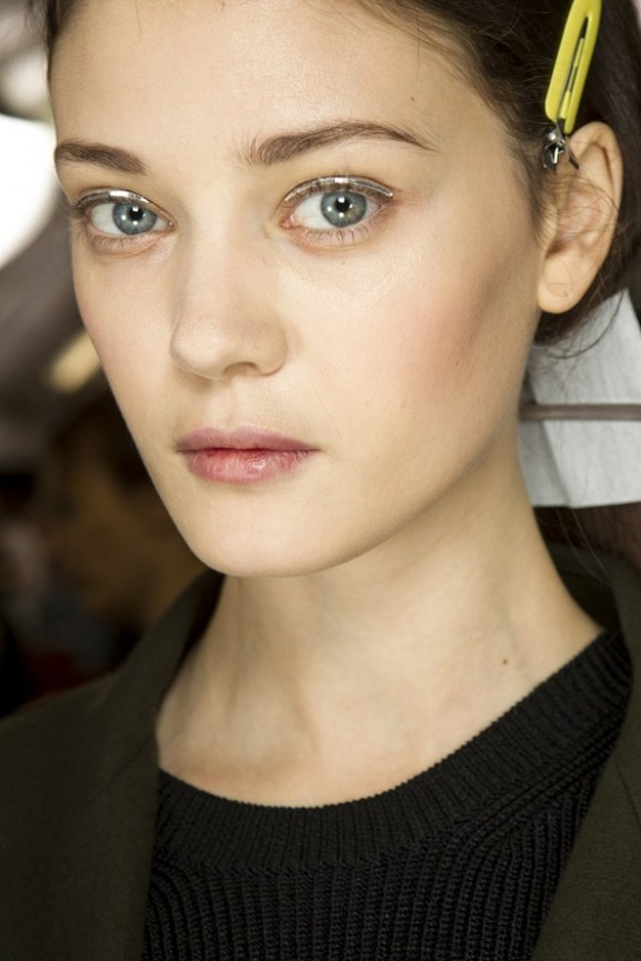 Metallic-eyeliner-nud-skin-Christian-Dior-577x865 Make-up trends herfst & winter 2014