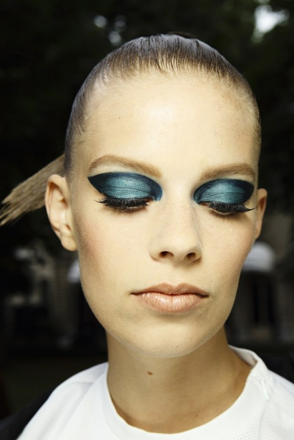 Vesace-lashes-dark-blue-577x865 Make-up trends herfst & winter 2014