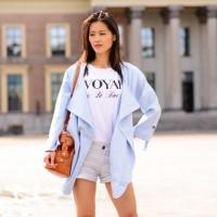 my huong licht blauw jasje