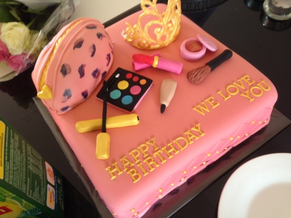 roze birthday cake make up beauty love it